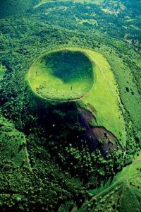 Cratere-parfait-du-puy-Pariou-533x800