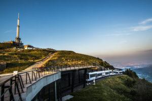 Le-Panoramique-des-Domes-arrive-en-gare-800x534