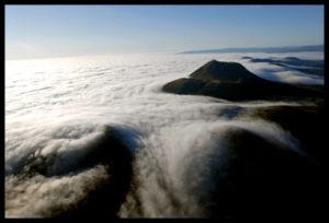 Mer-de-nuages-au-dessus-des-volcans-800x543