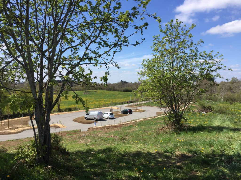 New car park at Beauregard, start point for hikes to the Puys de Louchadière and Jumes and Coquille ©CD63
