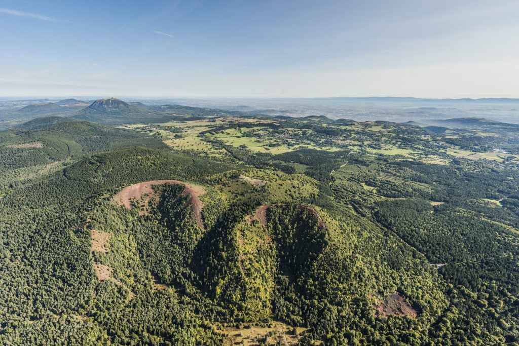 Aerial view of the twin craters of the Puys de Vache and Lassolas ©Gérard Fayet